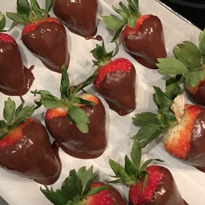 Simple Paleo Chocolate Covered Strawberries